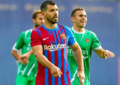 Aguero warms up to make his debut at Barca